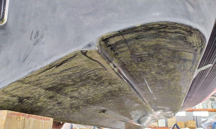 casco embarcación sucio