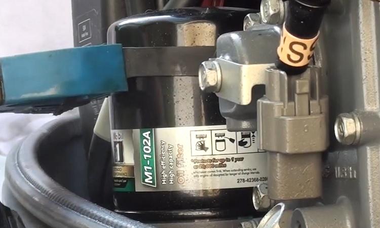 Cambio de filtro en motor fueraborda